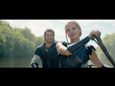 The Huntsman: Winter's War -- Clip: Eric jokes with Sara in the canoe