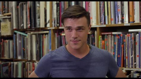 The Submarine Kid -- Former marine Spencer (Finn Wittrock) and Alice (Emilie de Ravin) meet cute at a bookstore.