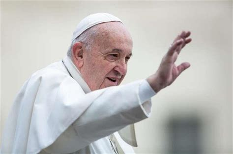 Pope Francis' Lent advice: Put down phone, pick up Bible