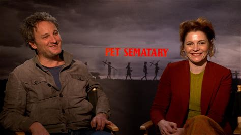 IMDb on the Scene - Interviews -- IMDb sits down with 'Pet Sematary' stars Jason Clarke and Amy Seimetz, directors Kevin Kölsch and Dennis Widmyer, and producer Lorenzo di Bonaventura to discuss their new take on the classic 1983 Stephen King novel, and how the 1989 film that King adapted himself also inspired how they reinterpreted the most memorable scenes.
