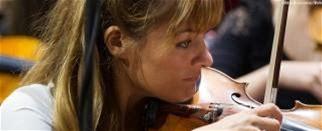 « Les professeurs de musique sont sous-estimés », selon la violoniste Nicola Benedetti Nicola Benedetti a tenu à dénoncer la «sous-évaluation flagrante des enseignants» au Royaume-Uni. C'est ce