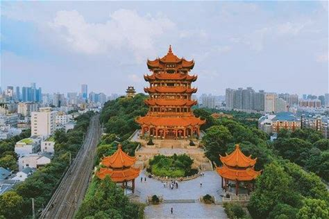 Mini Group Wuhan Day Tour:Yellow Crane Tower, Hubei Provincial Museum, East Lake