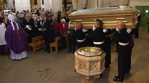 Sir Jimmy Savile's funeral held in Leeds - BBC News