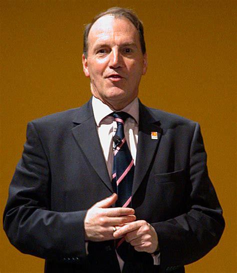 Simon Hughes — Wikipédia