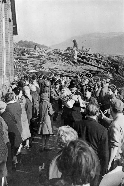 Aberfan Disaster | 1966 – Iconic Photos