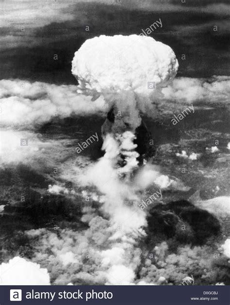 Mushroom cloud over Hiroshima, Japan during World War 2 ...