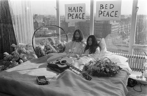 File:Bed-In for Peace, Amsterdam 1969 - John Lennon & Yoko ...