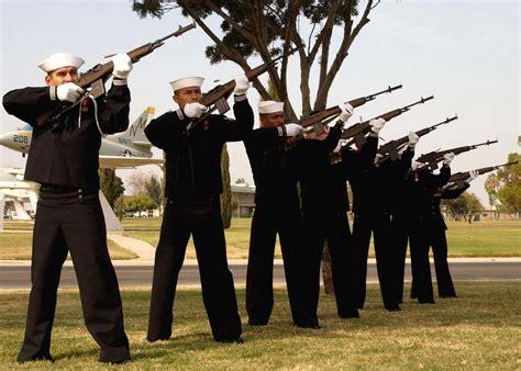 File:US Navy 021023-N-4211M-001 21 gun salute at Naval Air ...