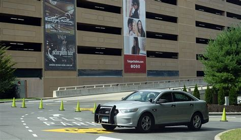 The Day - Man dies after falling from Foxwoods garage ...