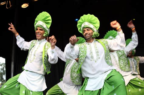 Gallery - Four By Four Bhangra Dancers