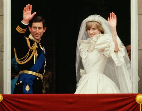 rince Charles and Princess Diana waving from the balcony ...