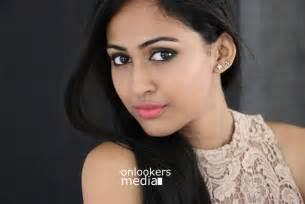 Aparna Vinod Stills-Photo-Kohinoor Malayalam Movie Actress