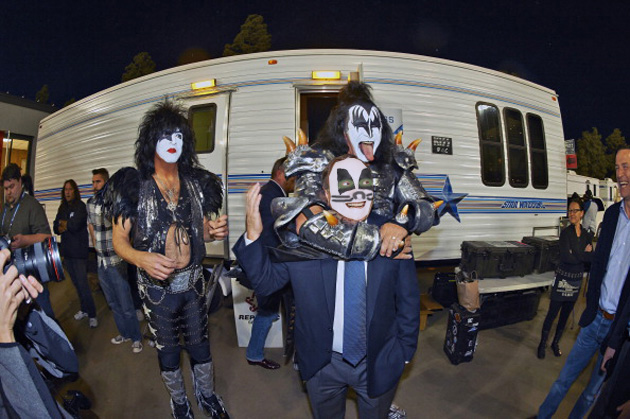Gary Bettman meets KISS in the greatest picture of all-time (Photo)