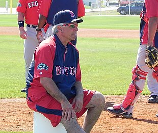 Bobby Valentine bans beer in Red Sox clubhouse