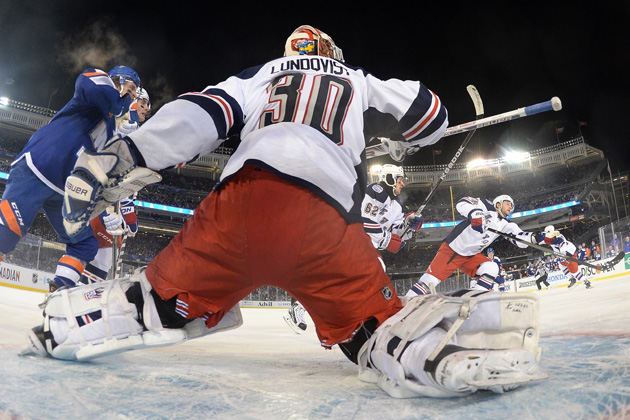 Lundqvist finds groove in second time out at Yankee Stadium
