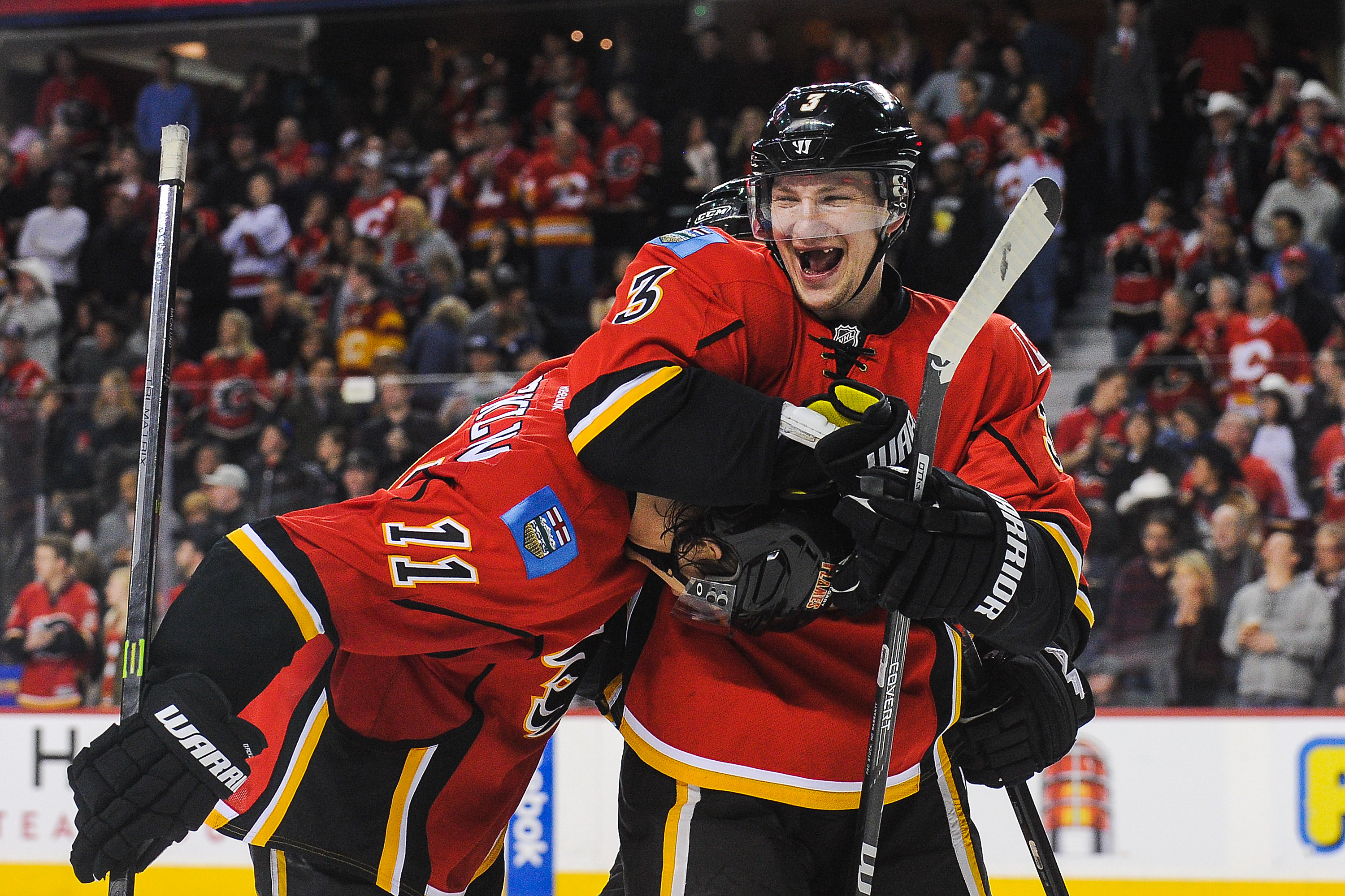NHL Three Stars: Four points for Phil; Flames win fifth-straight; Sabres buried by Avalanche